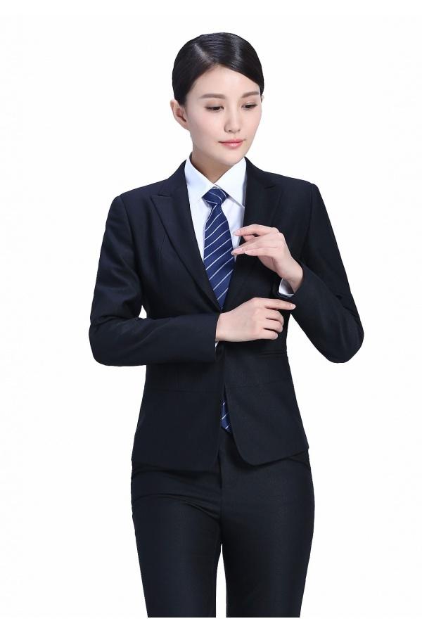 穿定制西装不想打领带? 这些细节让你照样当型男